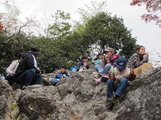 金華山山頂で昼食